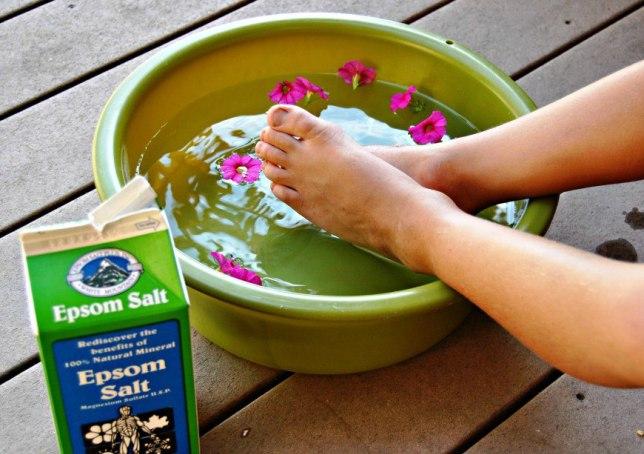foot-soak-with-Listerine